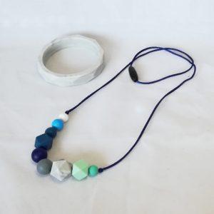 Pack collar de lactancia Hera y pulsera marble de Mordisquitos